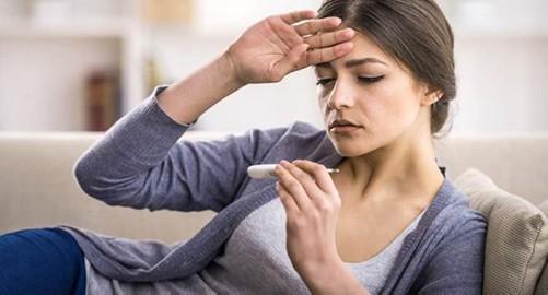 Sốt nhẹ có thể là dấu hiệu nhiễm trùng sau khi nâng mũi do vi khuẩn xâm nhập